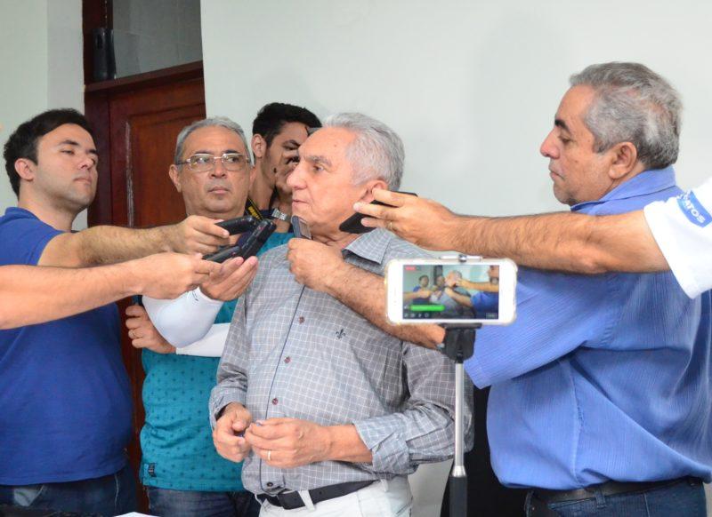 Prefeito interino de Patos, Bonifácio Rocha contém gastos com a empresa de limpeza pública