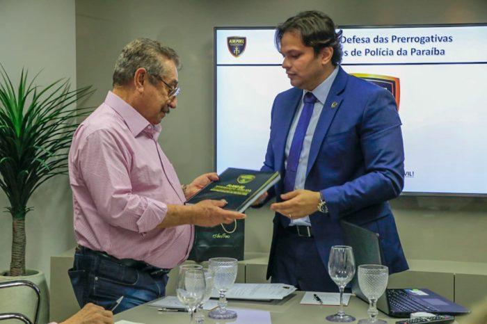 Zé Maranhão ouve reivindicações de delegados da Polícia Civil paraibana