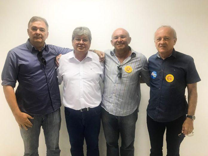 """Vice-prefeito do PSDB deixa oposição e adere à candidatura de João: """"tem as melhores propostas"""""""