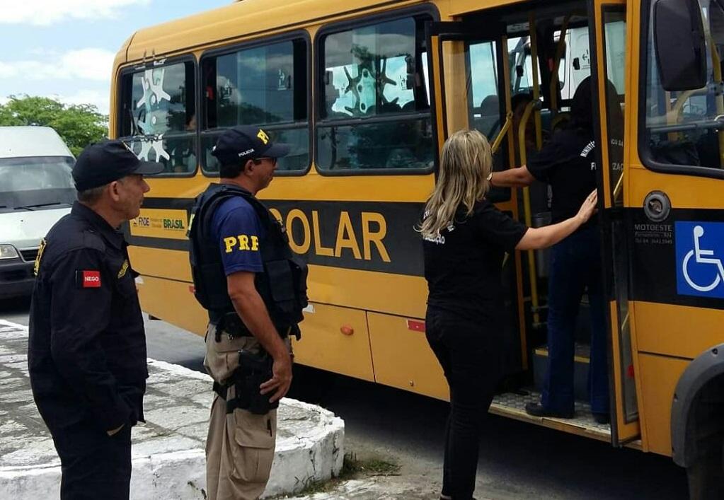 Operação da PRF e do MPPB autua veículos escolares por várias irregularidades