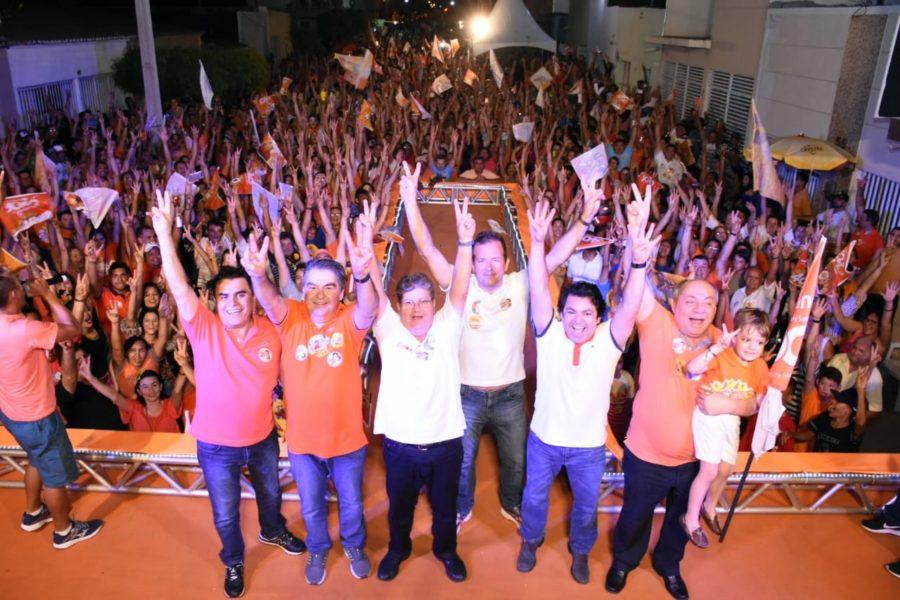 """Em Sousa, João reúne 10 mil durante comício e afirma: """"nada pode vencer o trabalho"""""""