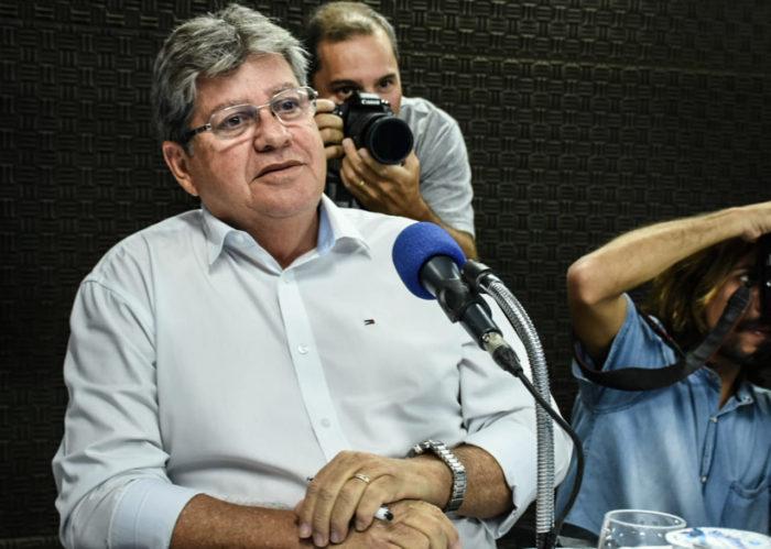 Em debate, João anuncia rede de adutoras e reafirma compromisso de realizar concursos