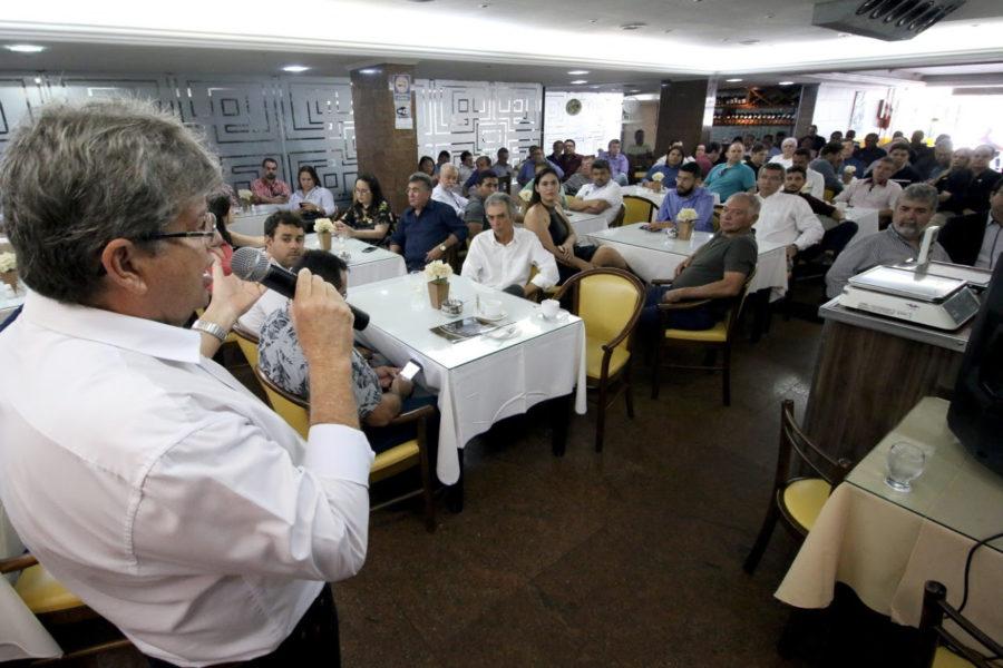 João destaca ações para atrair empresas, e propõe Parque Tecnológico e desburocratização