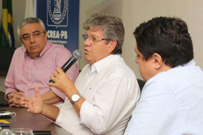 No CREA-PB, João destaca avanços na infraestrutura e assina carta-compromisso