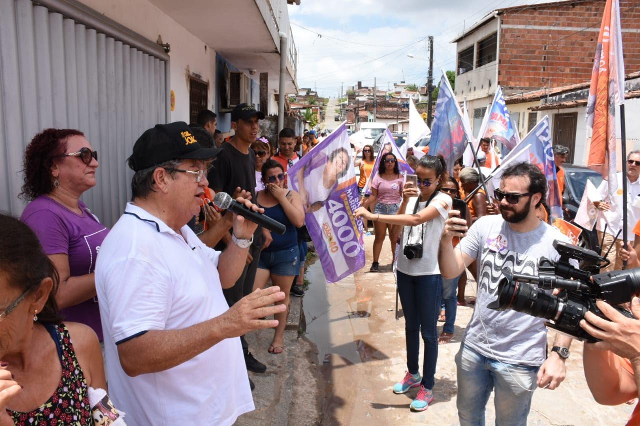 João caminha em bairros de JP e destaca importância continuar projeto iniciado por RC