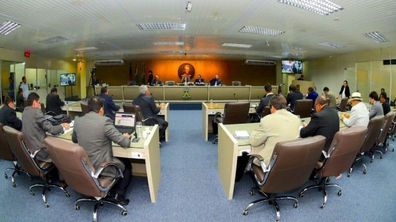 MPPB aciona Justiça para investigar 'farra' de contratações de assessores na Câmara de CG