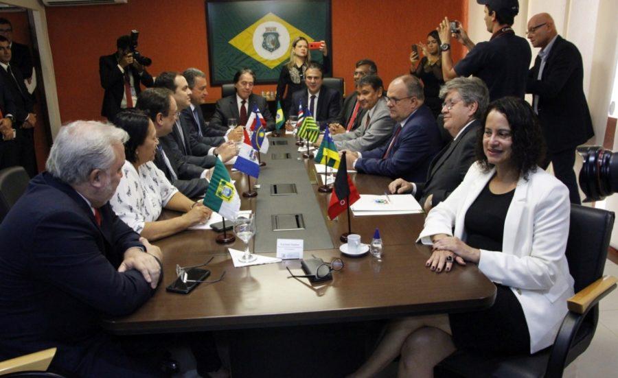 João defende diálogo com governo Bolsonaro e comenta encontro com governadores do NE; ouça