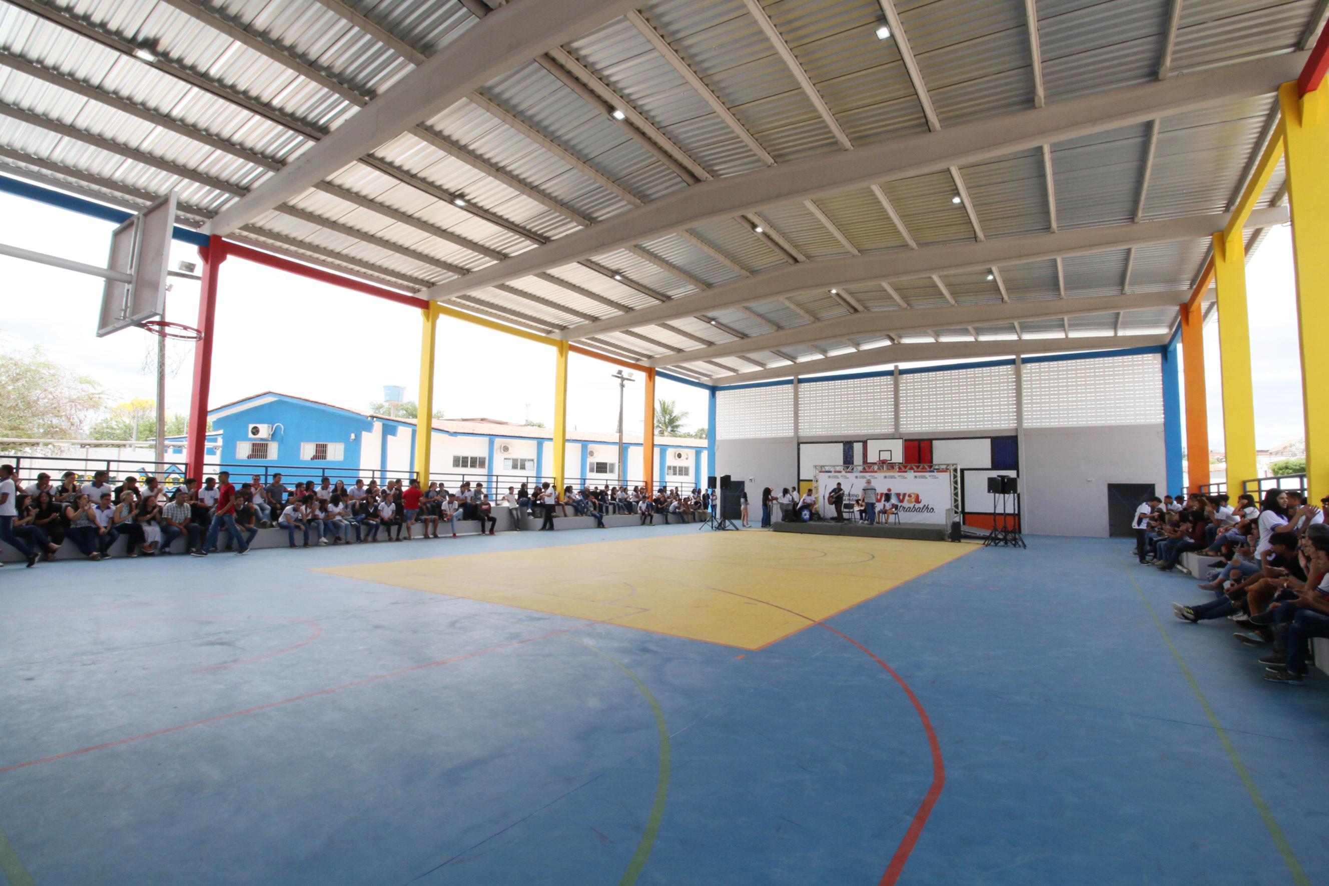 Ricardo entrega quadra coberta de escola e reservatório inferior do Hospital de Trauma de CG