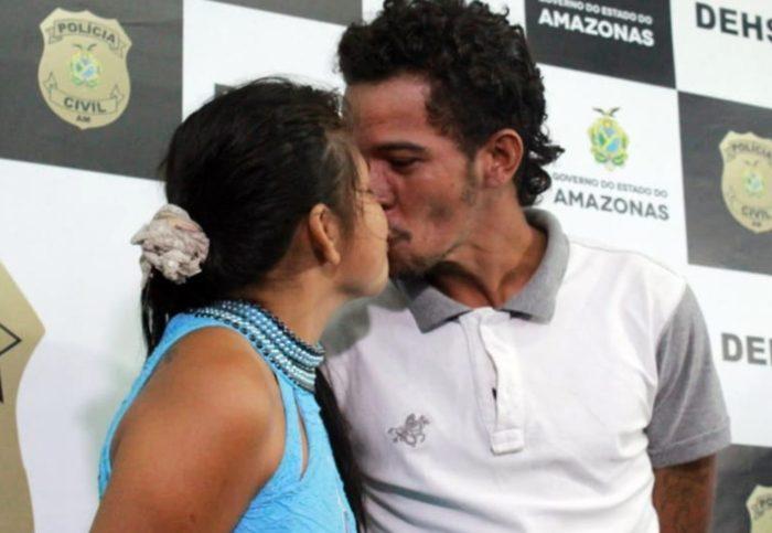Frieza: casal suspeito de homicídio troca beijos durante apresentação em delegacia