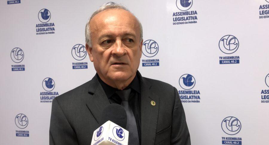 Branco Mendes retira candidatura e anuncia voto em Hervázio para presidir a ALPB