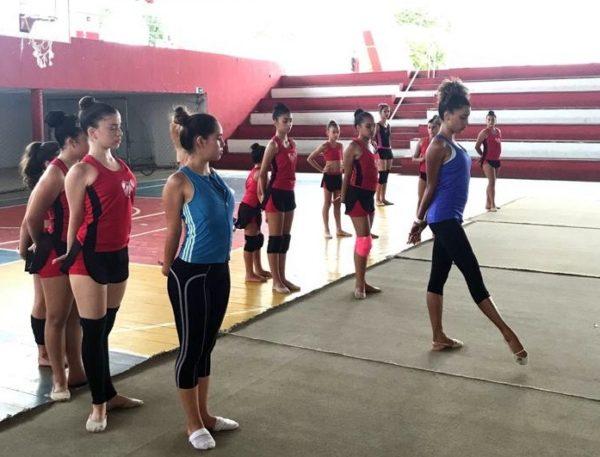 Ex-atleta da Seleção Brasileira realiza curso de ginástica rítmica em João Pessoa