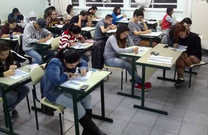 Nova pesquisa revela quais fatores mais inquietam os jovens no Brasil