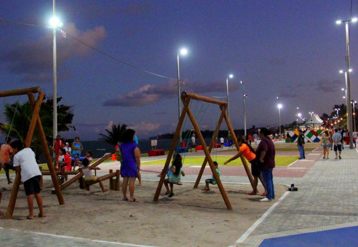 Primeiro final de semana do Verão Mares leva teatro e música à praia de Jacumã