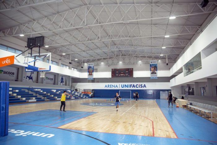 Faculdade de CG firma parceria com escola de basquete dos EUA para formar atletas na PB