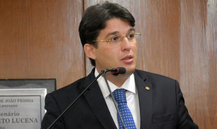 Milanez Neto diz que Cartaxo não cumpriu promessas de campanha devido à crise econômica
