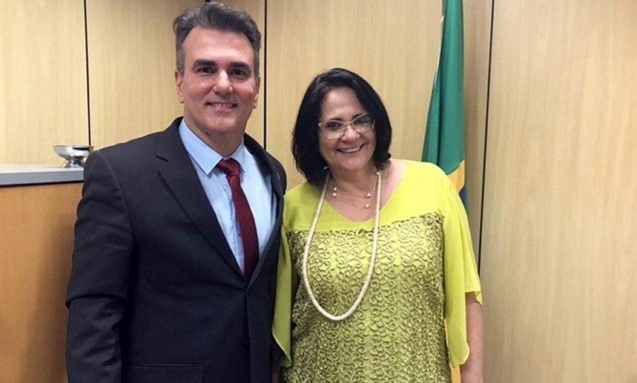 Nomeado por Bolsonaro, pastor paraibano nega que governo seja homofóbico e defende Damares