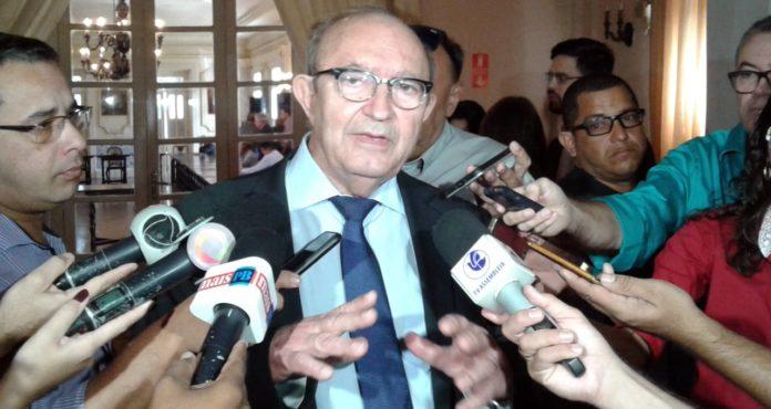 Presidente da Fiep, Buega Gadelha é um dos alvos de mandado de prisão da Polícia Federal