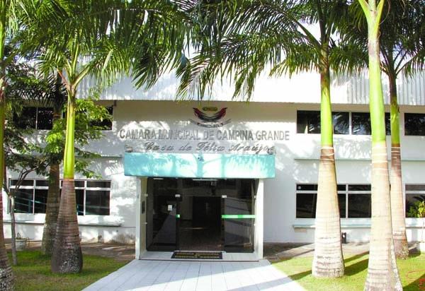 Em apenas seis meses, Câmara de CG gasta mais de R$ 13 milhões com comissionados