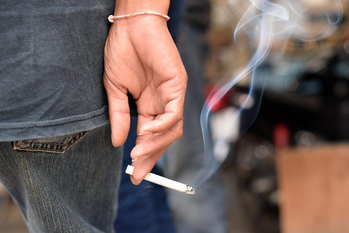 Acompanhamento médico auxilia fumantes e ex-fumantes a lidarem com o vício, diz Geap