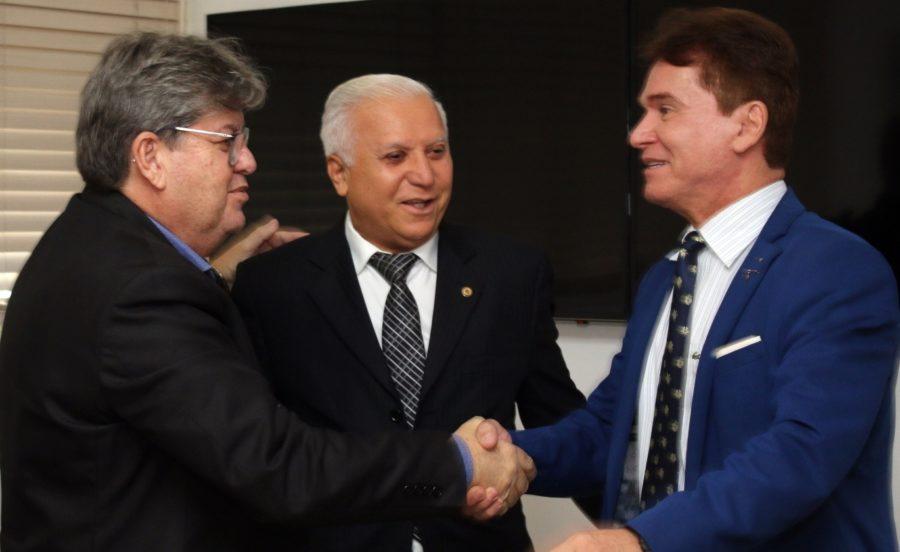 João Azevêdo recebe visita do presidente do TJPB e discute parcerias entre Executivo e Judiciário