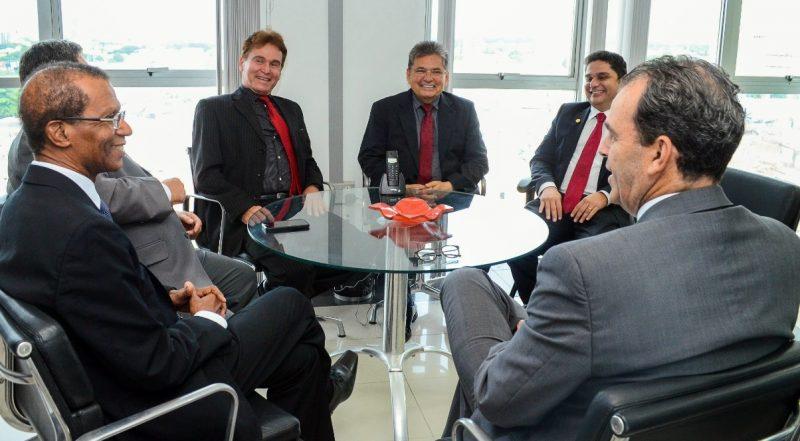 Adriano Galdino visita presidente do TJPB e firma parcerias entre Poderes