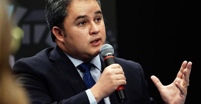 Efraim defende que bancos públicos reduzam juros para aquecer economia
