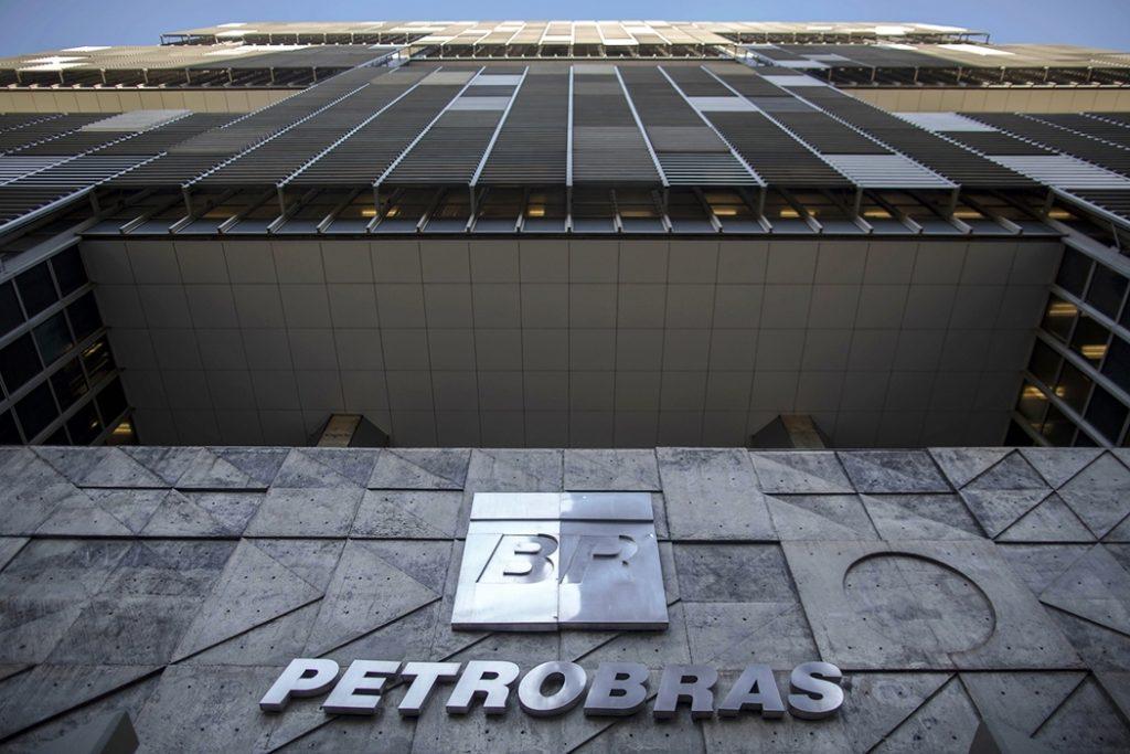 Ações da Petrobras despencam 8% após Bolsonaro vetar aumento do diesel