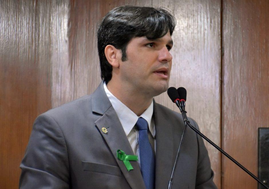 Leo pede rejeição de veto de Cartaxo a projeto que facilita acesso ao SUS