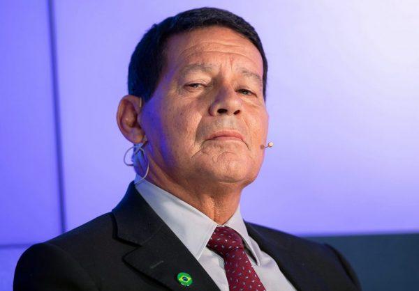 Senador paraibano apresenta projeto que amplia poderes de Mourão no governo