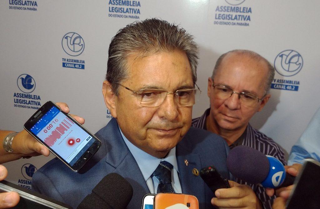 """Galdino rechaça boato sobre rompimento entre João e RC: """"isso é fake news!"""""""