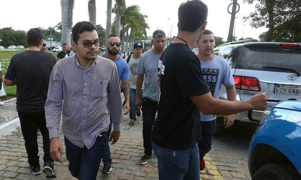 Filho de deputada confessa que matou pai a mando do irmão, diz polícia