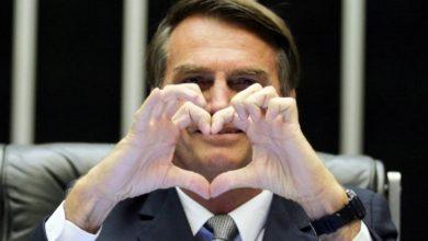 Bolsonaro diz que está apaixonado por repórter da Folha de SP; assista