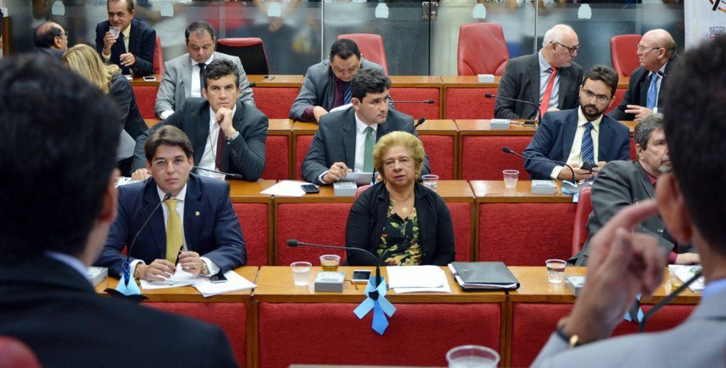 Vereadores 'peitam' Cartaxo e derrubam veto a projeto que coíbe pichação