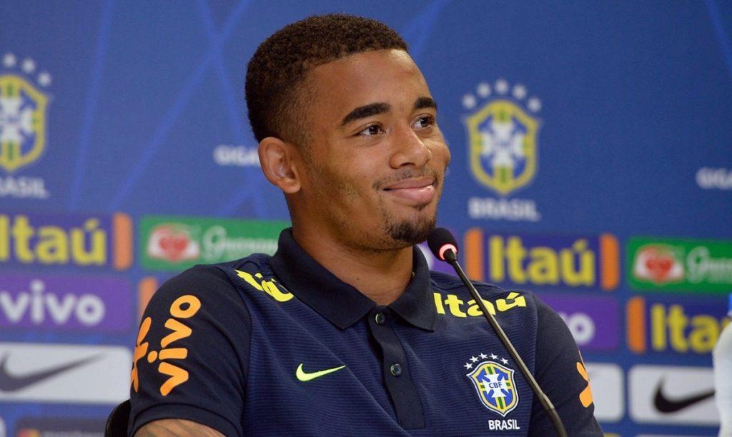 Jogador da Seleção desmente comentarista da Globo em entrevista ao vivo