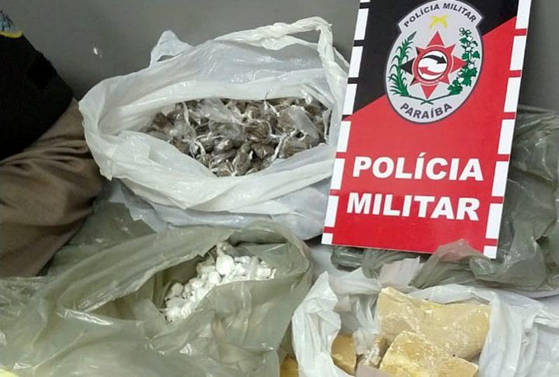 Polícia Militar apreende drogas, armas e recaptura foragido da Justiça