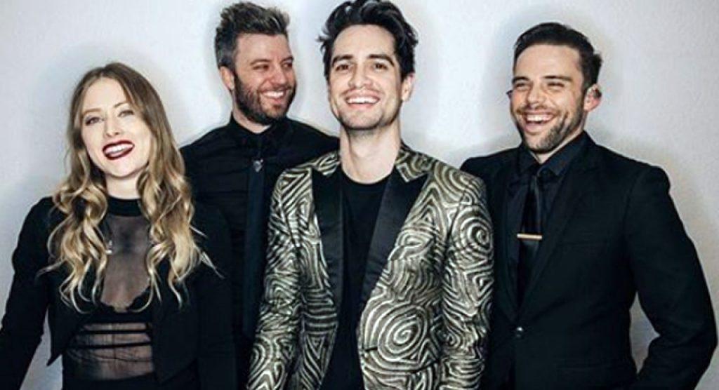 Panic! at the Disco chega ao Brasil para show no'Rock in Rio'; assista