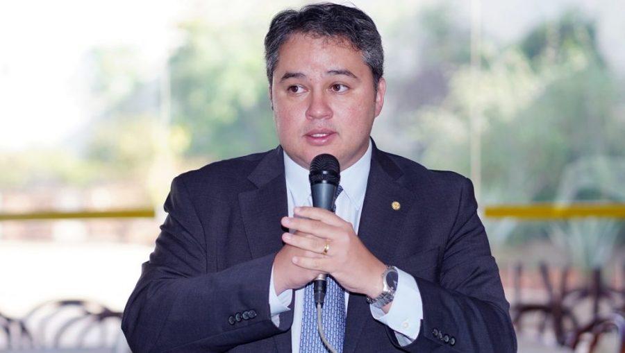 Efraim anuncia R$ 6,4 milhões para combater seca e contratar carros-pipa na PB