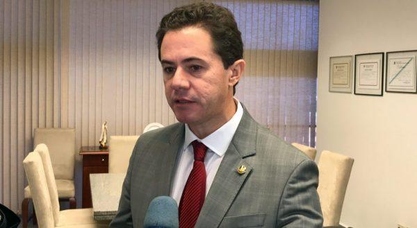 Veneziano tira licença e Ney Suassuna assume mandato de senador até janeiro