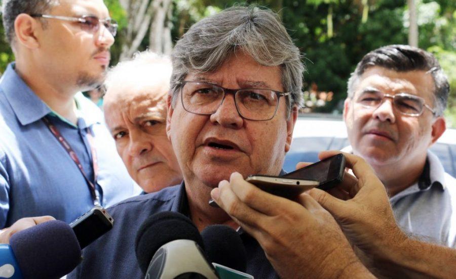 João anuncia aumento no salário de todos os servidores estaduais da Paraíba