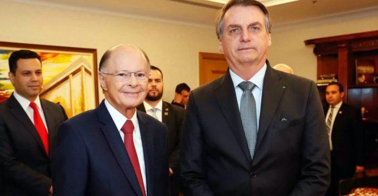 Bolsonaro desiste de subsidiar conta de luz de igrejas e frustra evangélicos