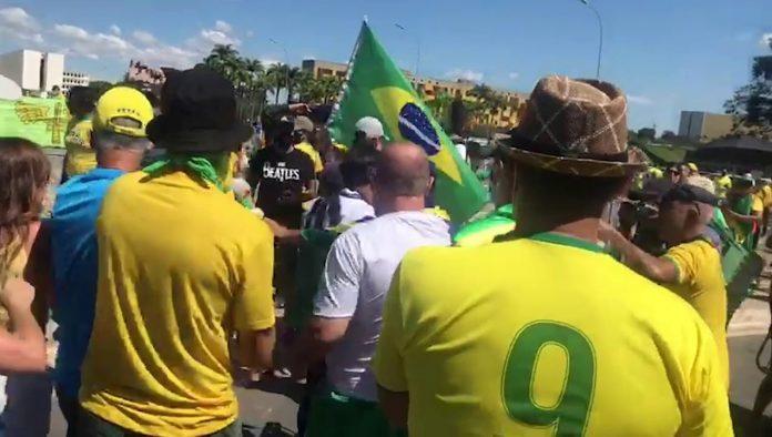 Vídeo: em ato, profissionais de imprensa são agredidos por apoiadores de Bolsonaro