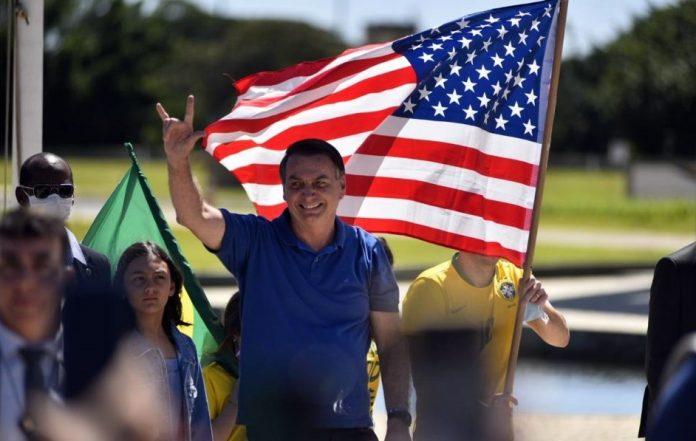 """Bolsonaro vai a ato e sobe o tom: """"Chegamos no limite, não tem mais conversa"""""""