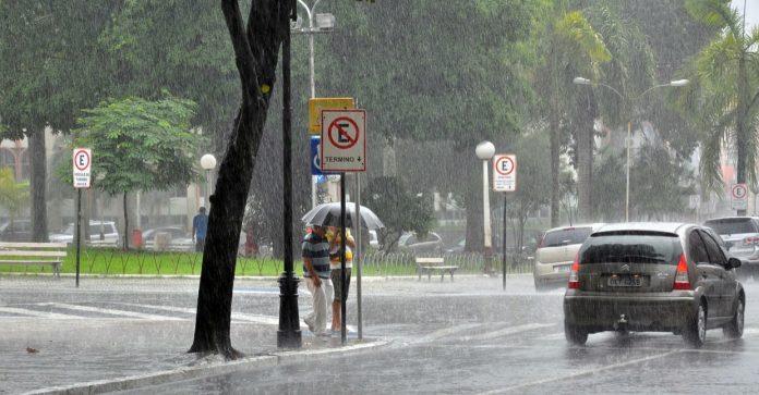 Inmet alerta para perigo de chuvas intensas em JP e mais 39 cidades da Paraíba