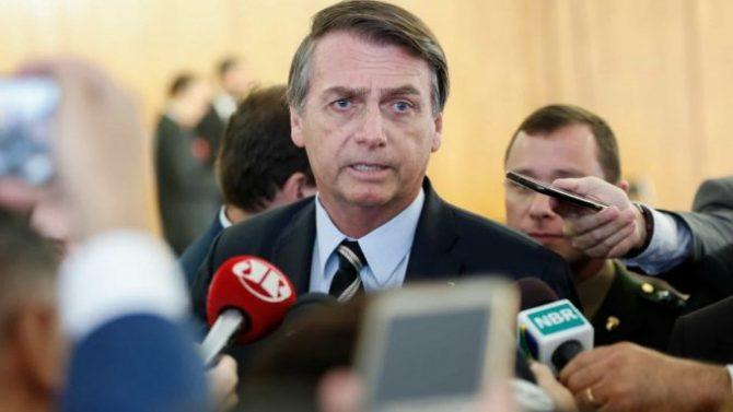 Em visita ao NE, Bolsonaro admite volta do auxílio emergencial em março