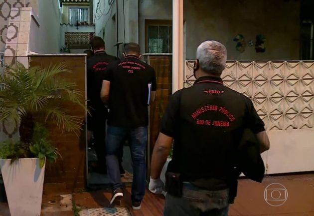 Polícia faz buscas em casa que consta na relação de bens de Jair Bolsonaro