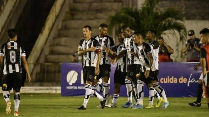 Mesmo jogando mal, Botafogo-PB vence, rebaixa o CSP e avança no Paraibano