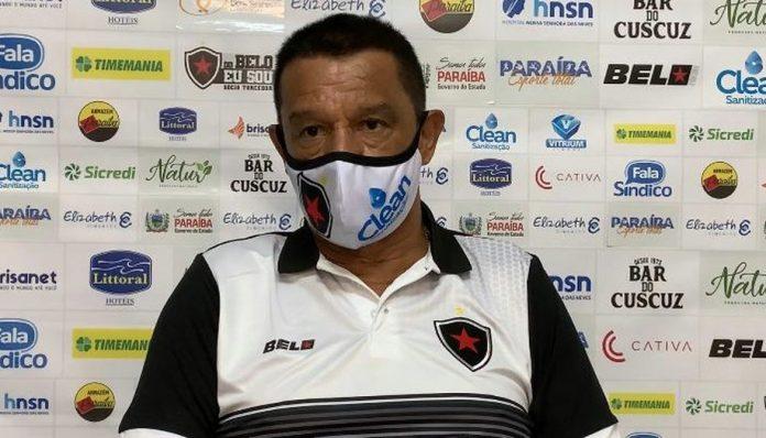 Após eliminação no Paraibano, Botafogo-PB demite técnico Mauro Fernandes