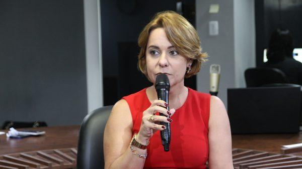 Daniella Bandeira deixa gestão de Luciano Cartaxo e se desfilia do PV