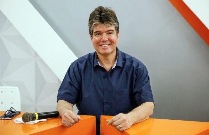 Ruy comemora o 1º lugar no 'ranking' do tempo de guia eleitoral, em JP