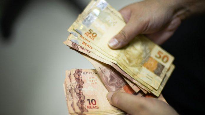 dinheiro 696x392 - MP flexibiliza acesso a empréstimos e pequenos negócios podem se beneficiar